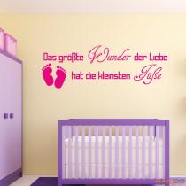 """Wandtattoo """"Das größte Wunder der Liebe hat die kleinsten Füße"""""""